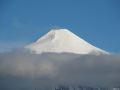 Vulcanul Villarica apare dintre nori